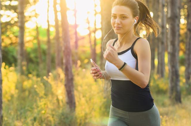 běžící brunetka.jpg