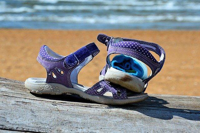 dětská obuv na pláž